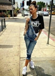 Image uploaded by cityhightdream. Find images and videos about beauty, clothes and zendaya on We Heart It - the app to get lost in what you love. Zendaya Outfits, Zendaya Style, Dope Outfits, Outfits For Teens, Casual Outfits, Zendaya Swag, Tomboy Outfits, Zendaya Clothes, Zendaya Fashion