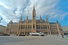 https://upload.wikimedia.org/wikipedia/commons/2/2e/Vienna_Rathaus_(HDR)_(8371699233).jpg