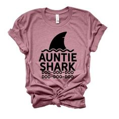 aunt shirts Makes the PERFECT gift for Auntie! >Fitslarge on women (this is a unisex shirt). You may consider sizing down! Aunt T Shirts, Baby Shirts, Funny Shirts, Tee Shirts, Funny Pregnancy Shirts, Onesies, Ice Ice Baby, Panda Bebe, Little Girls