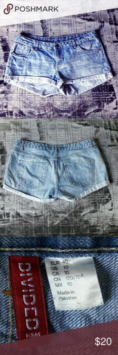 "Slightly distressed H&M shorts, EUC, runs small Preloved, but in EUC, free of blemishes. Slightly distressed (around pockets abd button hole) H&M Divided shorts, cuffed, low waist, sz 10, but run smaller, best for sz 8. 17"" across waist, 8"" rise, 3"" inseam. Very nice light blue wash, perfect for summer. I have dark wash shorts of the same fit listed as well, bundle and save! :-) Ships from a smoke-free, expertly dog-supervised home. :-) Top-rated seller, Top10% seller & fast shipper, so buy…"