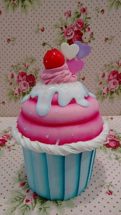DIY Shabby Kitchen Decor Ideas That Will Add Value To Any Home Do you consider yourself to be an expert in home improvement? Cupcake Cookie Jar, Biscuit Cupcakes, Big Cupcake, Giant Cupcakes, Cupcake Cakes, Cupcake Kitchen Decor, Ice Cream Museum, Cupcake Boutique, Cake Shapes