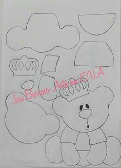 Ursinho com coroa Felt Animal Patterns, Stuffed Animal Patterns, Foam Crafts, Paper Crafts, Quiet Time Activities, Applique Patterns, Felt Toys, Felt Art, Felt Ornaments