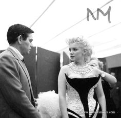Milton Greene, Marilyn Monroe, circus sitting                              …