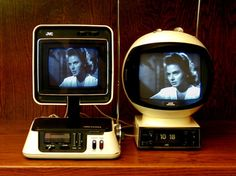 when TV's were awesome looking.JVC Video Capsule Television/Radio and JVC VideoSphere 3241 Retro Futuristic, Futuristic Technology, Technology Design, Medical Technology, Energy Technology, Technology Gadgets, Radio Record Player, Record Players, Radios