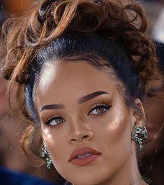 I love Rihanna's makeup style