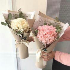 Boquette Flowers, How To Wrap Flowers, Luxury Flowers, Paper Flowers, Planting Flowers, Beautiful Flowers, Flower Box Gift, Flower Bar, Flower Boxes