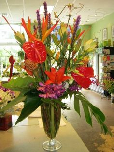 We provide unique, long lasting arrangements for office décor, as well as custom florals, gift baskets, and plants for client gifts and employee recognition. #texasblooms #floraldecor #floralgifts #florist