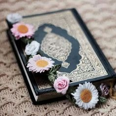 appy Friday girls Don't forget to read sourat alkahf And make unlimited duas and send blessings on Prophet salllah alyih wa salam Islamic Images, Islamic Pictures, Islamic Art, Quran Wallpaper, Islamic Quotes Wallpaper, Quran Pak, Islam Quran, Quran Surah, Lockscreen Iphone Quotes