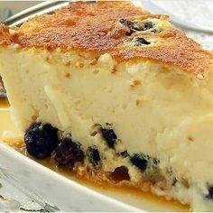 Ricotta pie with Raisin - Torta de Ricota com Uva Passa - Receitas Feito na Fazenda My Recipes, Sweet Recipes, Cooking Recipes, Sweet Desserts, Delicious Desserts, Cheesecake Recipes, Dessert Recipes, Ricotta Pie, Brownie