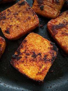 Jak przygotować tofu? Prosty przepis na najlepsze tofu. Pikantne, słodkie, wegańskie, chrupiące i soczyste smażone tofu. Najlepszy przepis na tofu! Vegan Vegetarian, Vegetarian Recipes, Cooking Recipes, Healthy Recipes, Vegan Food, Tofu Burger, Food Gallery, Polish Recipes, Vegan Dinners