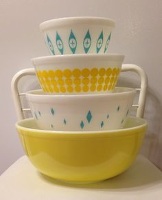 Yellow and turquoise pyrex <3