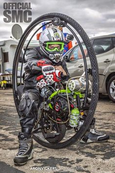 """""""Tom 'The Atom' Anable held The Monowheel topspeed record for 1 day."""" With a top speed of set on of August 2013 at Elving. Steampunk Motorcycle, Motorcycle Art, Monocycle, Strange Cars, Drift Trike, Bicycle Pedals, Speed Racer, Bike Seat, Pedal Cars"""