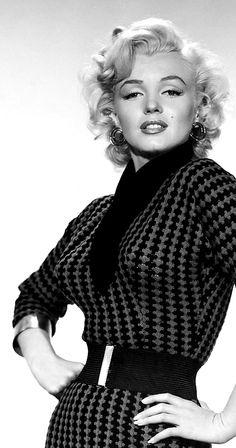 Marilyn Monroe, Gentlemen Prefer Blondes — 1953. Si borras todos los errores de tu pasado, estarías borrando la sabiduría de tu presente.