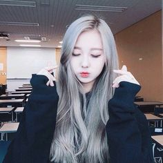 Find images and videos about korean girl, asian girl and ulzzang girl on We Heart It - the app to get lost in what you love. Ulzzang Korean Girl, Cute Korean Girl, Cute Asian Girls, Beautiful Asian Girls, Chica Cool, Kim Jisoo, Uzzlang Girl, Girl Hair, Ulzzang Fashion
