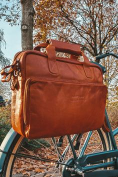 Great news: we've added leather bicycle bags to our collection! In cooperation with New Looxs, we have developed a series of leather panniers using the unique New Looxs attachment system. What do you think? 🚲 #new #newcollection #bicyclebags #leatherbicyclebags #TheChesterfieldBrand #chesterfieldbags #leather #leatherbag #cognac #fietsen #Nederland #herfst #fall #autumn #newlooxs Leather Laptop Bag, Laptop Bags, Leather Bag, Leather Bicycle, Bicycle Bag, Panniers, The Ch, Briefcases, Autumn