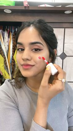 Skin Makeup, Eyeshadow Makeup, Makeup Art, Makeup Cosmetics, Creative Eye Makeup, Simple Makeup, Natural Makeup, Makeup Hacks, Makeup Routine