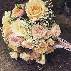 A feats for the eyes by @cathryngander #meijerroses #luxuryroses #weddingidea #bridetobe #weddinginspiration