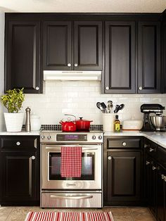 Hardware is to cabinets as jewelry is to an outfit: it can dress up even the most basic of foundations. Black Kitchen Cabinets, Black Kitchens, Kitchen Redo, Cool Kitchens, Cream Cabinets, Kitchen Backsplash, White Cabinets, Backsplash Ideas, Cheap Kitchen