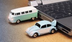 VOLKSWAGEN COMBI USB DRIVE. THIS IS BY FAR THE CUTEST THING I HAVE SEEN ALL DAY.