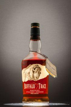 Best Bourbon Whiskey, Bourbon Liquor, Bulleit Bourbon, Bourbon Drinks, Fun Drinks, Alcoholic Drinks, Cigar Gifts, Buffalo Trace, Whiskey Brands