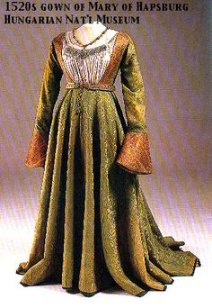 Green damask gown belonging to Queen Mary of Hapsburg Hungarian ca 1520 Hungarian National Museum Renaissance Mode, Renaissance Costume, Renaissance Clothing, Renaissance Fashion, Antique Clothing, Vintage Outfits, Vintage Dresses, Vintage Fashion, Historical Costume