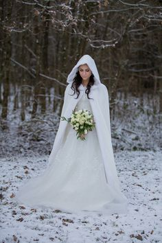 Are you having a winter wedding? We have some options for you to stay warm and look gorgeous! The key is to think of your bridal cover-up as another a. wedding dress Best Winter Wedding Dresses to Keeping Warm and Elegant Snow Wedding, Winter Wonderland Wedding, Wedding Bride, Dream Wedding, Christmas Wedding, Winter Wedding Cape, Renewal Wedding, Winter Weddings, Luxury Wedding