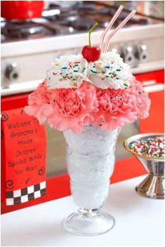 Summer Indian Wedding decor Ideas for Brides- Beat the Heat! Cool ideas for summer wedding – Witty Vows- indian summer wedding decor ideas-outdoor wedding-day wedding-ice cream decor- decor ideas Ice Cream Decorations, Summer Wedding Decorations, 50s Party Decorations, Festa Pin Up, 50s Theme Parties, Grease Themed Parties, Grease Party, Sock Hop Party, The Heat
