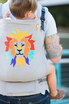 We celebrate the @sandiegozoo Centennial with Roar! - a Tula Baby Carrier that speaks to the animal lover in us all! Comes with the vibrantly colored official San Diego Zoo Centennial logo of an exquisite Lion & its mane made with light gray canvas. 10% of the proceeds from Roar! will benefit the San Diego Zoo Global Wildlife Conservancy, up to $10,000. Baby Tula's 'Roar!' baby carrier can be used in both front carry & back carry, and allows for babywearing from infants to toddlers.