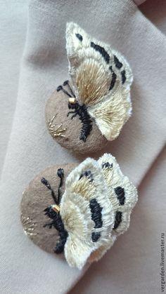 """Броши ручной работы. Ярмарка Мастеров - ручная работа Брошь вышитая """"Бабочки у ручья"""". Handmade."""
