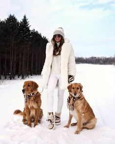 fashion blogger mia mia mine wearing a winter outfit from DSW Snow Boots Outfit, Fur Coat Outfit, All White Outfit, White Outfits, White Faux Fur Coat, White Fur, Chic Winter Outfits, Ski Outfits, Outfit Winter