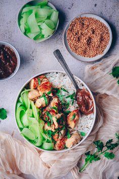 recette de blancs de poulet à la sauce satay - confitbanane Bo Bun, Le Curry, Sauce, Bon Film, Comme, Ethnic Recipes, Blog, Girly, Cookies