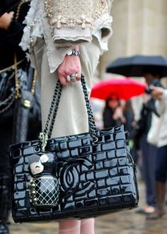 Chanel patent leather tote bag in black