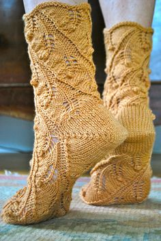Fern Spiral Socks by Lynne Vogel @Ravelry. Talk about fancy socks!!!