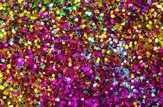 Os melhores jeitos de remover o glitter da sua pele cabelo unhas e até roupa depois deste carnaval... Para você que hoje provavelmente tem glitter até nas vias aéreas! Confira no último post do GabrielaGanem.com ou pelo link da bio. #GlitterNaPele #GlitterNaUnha #GlitterNoCabelo #GlitterNosSeusÓrgãosInternos