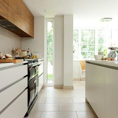 Sleek idea for galley kitchen (although I don't think the Aga would fit!)