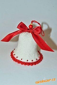 Milé tvořilky,<br>sice s křížkem po funuse, ale třeba se Vám bude návod… Crochet Christmas Gifts, Christmas Crochet Patterns, Christmas Bells, Xmas Ornaments, Easy Crochet Patterns, Diy Crochet, Crochet Toys, Christmas Projects, Mobiles