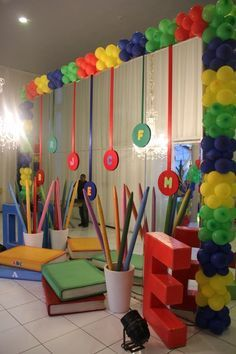 Resultado de imagem para formatura do abc Stage Decorations, Class Decoration, Balloon Decorations, Birthday Decorations, Festa Abc, Abc Birthday Parties, Classroom Board, Classroom Decor, Kindergarten Graduation