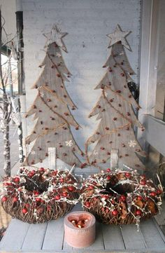 58 Ideas Wood Pallet Christmas Tree Life For 2019 Christmas Tree Painting, Pallet Christmas, Wooden Christmas Trees, Christmas Mood, Noel Christmas, Outdoor Christmas, Country Christmas, Xmas Tree, Christmas Wreaths