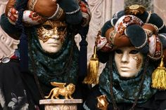 During carnival season, Venice is filled with costumed characters, entertainment, and food stalls. Plan your trip with these tips.