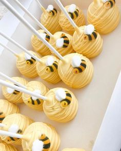 Dekoration Bee Cake DESSERT Hunny Ideas Pictures pops Sum Today[New] The 10 Best Dessert Ideas Today (with Pictures) Hunny bee cake pops Baby Shower Parties, Baby Shower Themes, Baby Boy Shower, Baby Shower Cake Pops, Baby Shower Diapers, Shower Cakes, Bee Cake Pops, Yellow Cake Pops, Bumble Bee Cupcakes