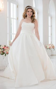 The Curvy Bridal Boutique See More 6201 SATIN BRAUTKLEID IN GROssEN By Stella York