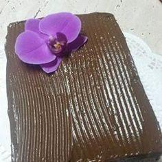 Tort Dobos reteta originala | Savori Urbane Cake Recipes, Urban, Food Cakes, Traditional, Floral, Flowers, Cakes, Easy Cake Recipes, Kuchen