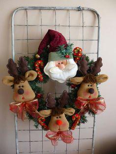 Corona Christmas Door Decorations, Xmas Wreaths, Felt Christmas Ornaments, Christmas Crafts, Christmas Tree, Holiday Decor, Diy And Crafts, Arts And Crafts, Felt Banner
