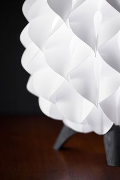 The Blom table lamp is an environmentally friendly  designer lamp composed of synthetic pedals.