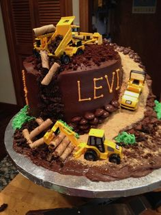 Creative Cake Decorating For A Kid's Birthday Cake Decorating Store, Creative Cake Decorating, Creative Cakes, Cookie Decorating, Cupcakes, Cupcake Cakes, Digger Cake, Cakes For Boys, Party Cakes