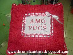 Bruna Alcântara {scrapbooking artesanal}: Almofada de crochê com bordado ponto cruz
