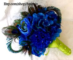 This Peacock Feather with Swarovski Crystal bouquet is perfect for a Beach, Nautical or Destination Wedding. Via - Etsy :by 3mimis
