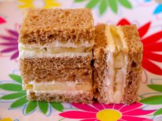 Banana Cream Cheese Sammie on Weelicious Ingredients 4 slices whole wheat bread cup cream cheese, divided 1 banana Kid Sandwiches, Cream Cheese Sandwiches, Delicious Sandwiches, Breakfast Sandwiches, Sandwich Recipes, Baby Food Recipes, Snack Recipes, Toddler Recipes, Easy Family Meals