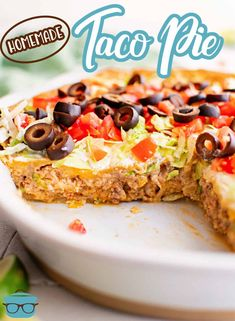 Want to change up your boring taco night routine? This Homemade Taco Pie recipe is made with simple ingredients, is full of flavor and is fun to make and eat! Taco Pie Recipes, Mexican Food Recipes, Cooking Recipes, Homemade Pie Crusts, Homemade Tacos, Country Cooking, Refried Beans, Mexican Dishes, Easy Dinner Recipes