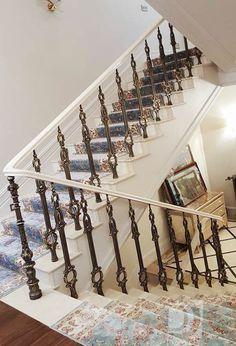 Белая лестница в доме. Ступени лестницы и поручни перил - акриловый камень. Кованные балясины завершают дизайн идею. White ladder in the house. Stairs and handrails railings - acrylic stone. Forged balusters completes the design idea.